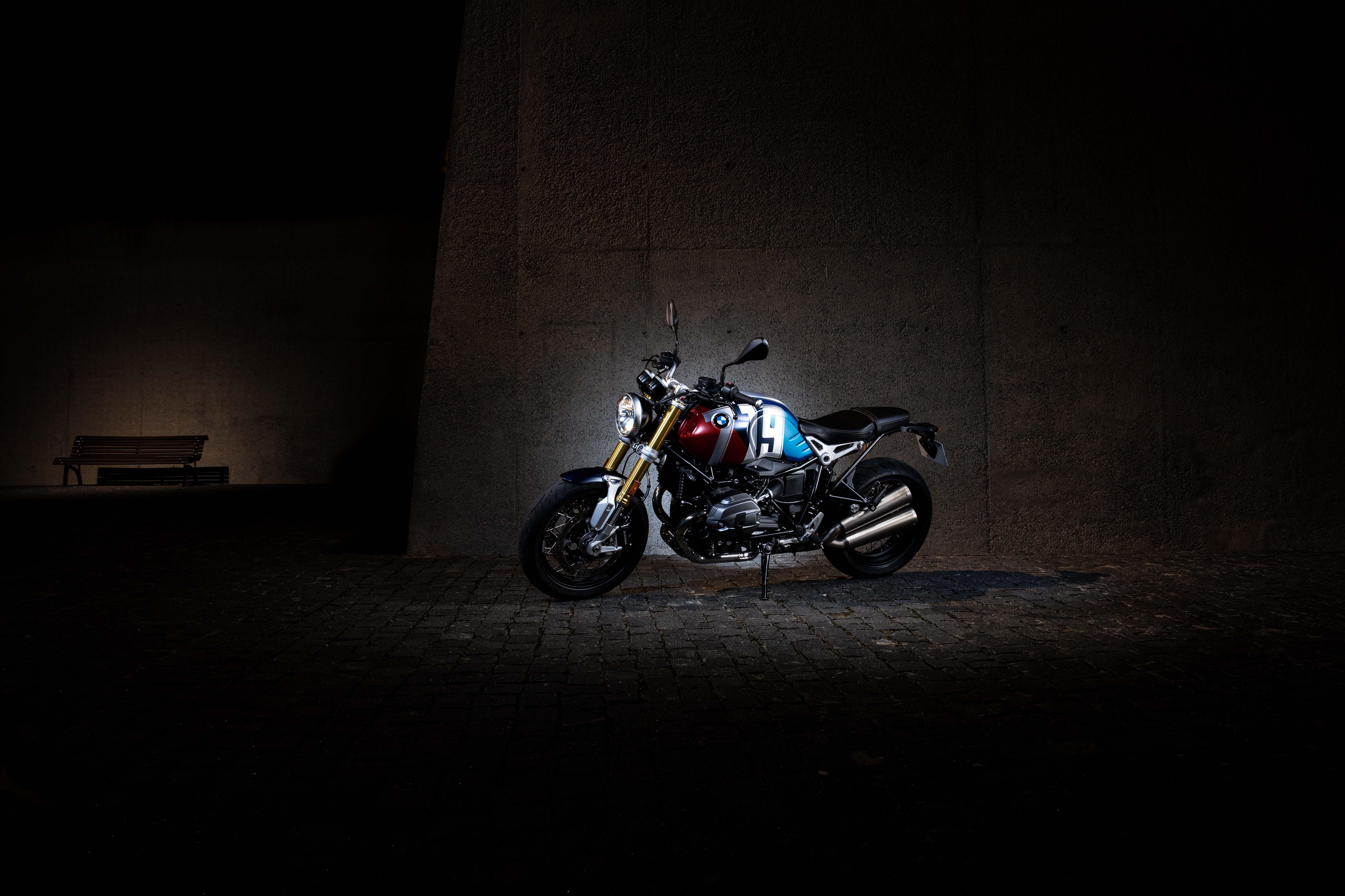 BMW R1200 NINE T